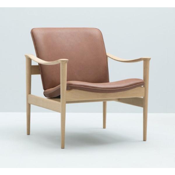 711 Lounge chair